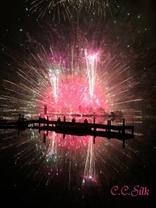 **標高1400m白樺湖花火大会** ~湖面に映る仕掛け花火~