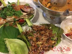 ♥ソーセージと揚げたお米の和え物、蒸したタイ魚、トムヤムクン♥
